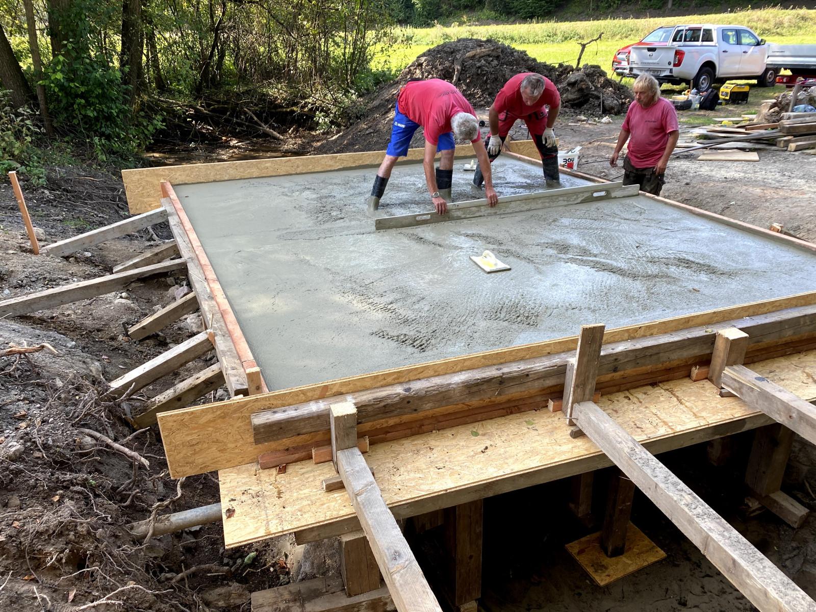 Rekonstrukce mostu a příjezdové cesty ve Vesci